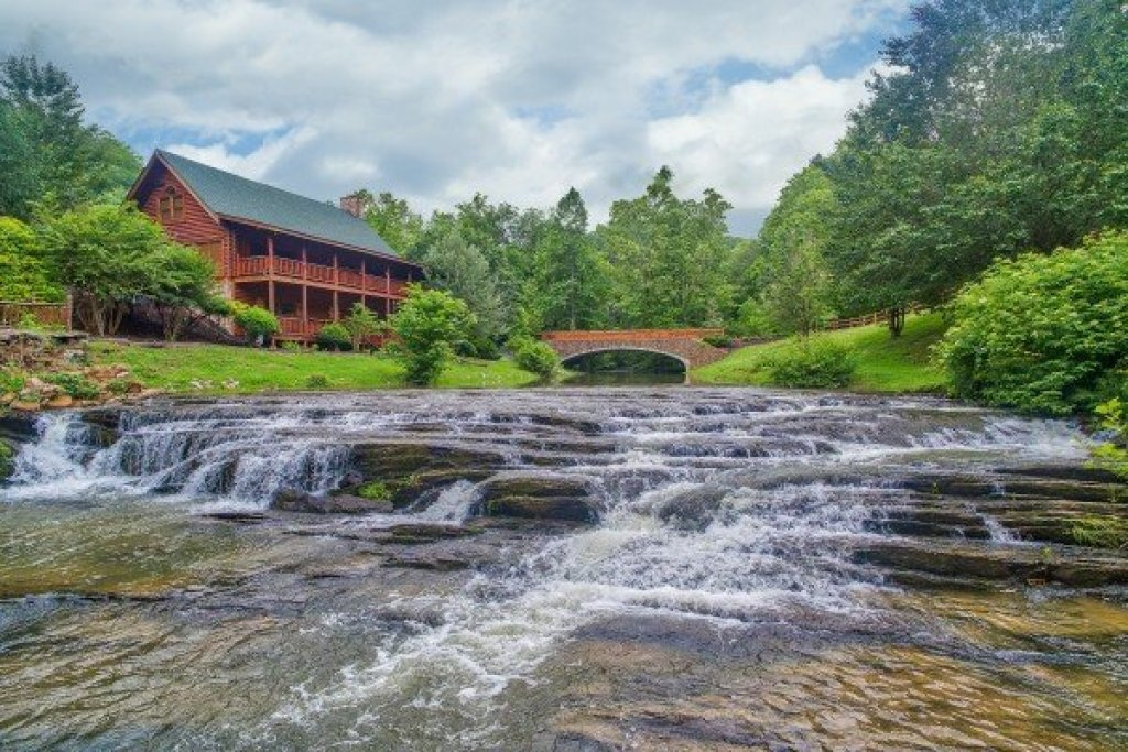 Photo of a Sevierville Cabin named Creekside Lodge - This is the first photo in the set.