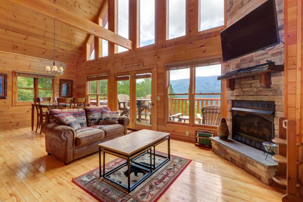 Photo of a Sevierville Cabin named Soaring Vista Cabin - This is the first photo in the set.