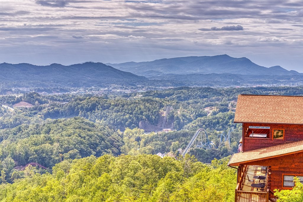 Photo of a Pigeon Forge Cabin named Champion's Run - This is the sixth photo in the set.