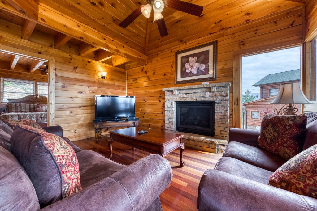 Photo of a Pigeon Forge Cabin named Champion's Run - This is the fourteenth photo in the set.