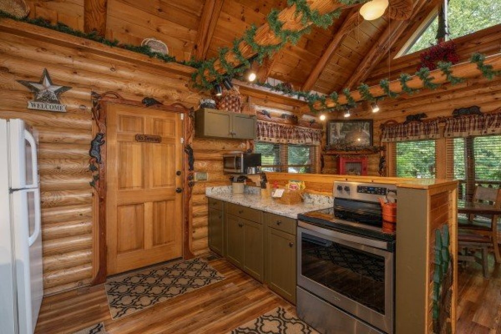 Photo of a Sevierville Cabin named Creekside Lodge - This is the eighth photo in the set.