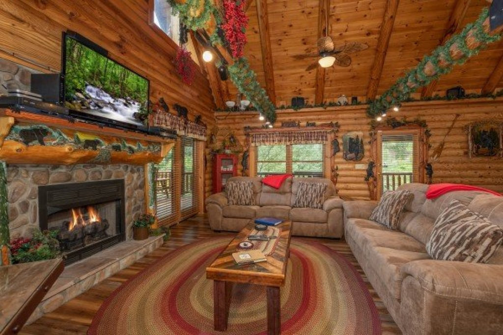 Photo of a Sevierville Cabin named Creekside Lodge - This is the seventh photo in the set.