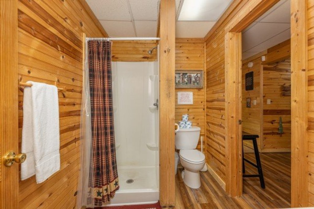 Photo of a Sevierville Cabin named Creekside Lodge - This is the twenty-sixth photo in the set.