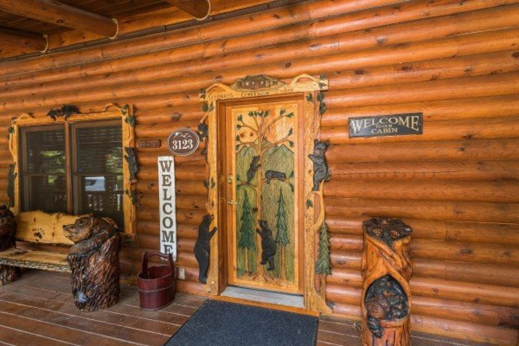 Photo of a Sevierville Cabin named Creekside Lodge - This is the fourth photo in the set.