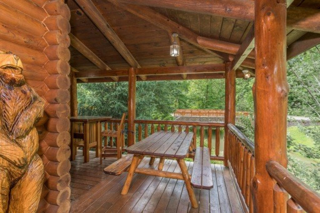 Photo of a Sevierville Cabin named Creekside Lodge - This is the eleventh photo in the set.