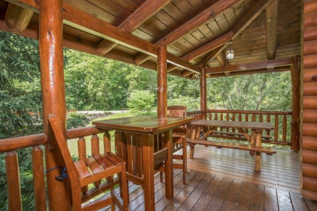 Photo of a Sevierville Cabin named Creekside Lodge - This is the thirteenth photo in the set.