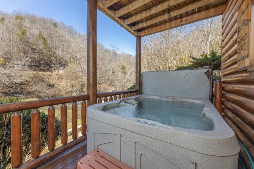 Photo of a Sevierville Cabin named Creekside Lodge - This is the thirty-fourth photo in the set.