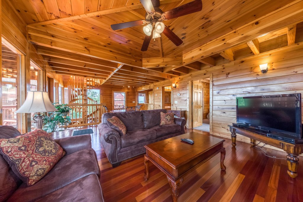 Photo of a Pigeon Forge Cabin named Champion's Run - This is the thirteenth photo in the set.
