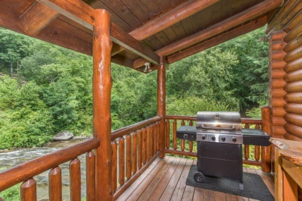 Photo of a Sevierville Cabin named Creekside Lodge - This is the twelfth photo in the set.