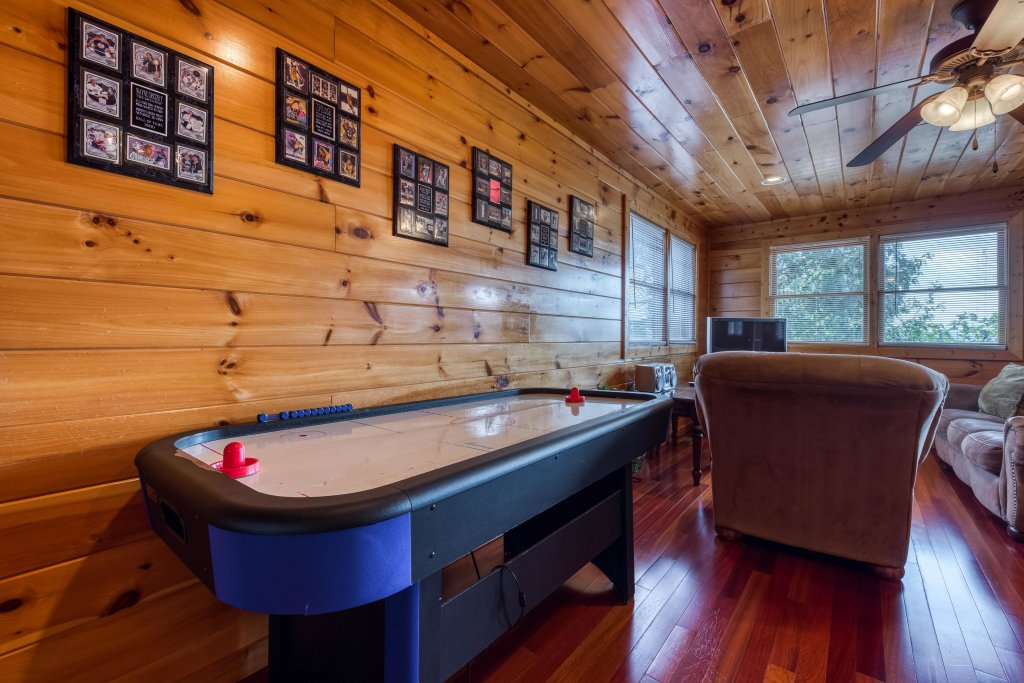Photo of a Pigeon Forge Cabin named Champion's Run - This is the twenty-third photo in the set.