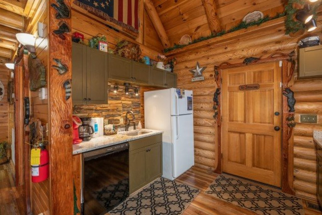 Photo of a Sevierville Cabin named Creekside Lodge - This is the ninth photo in the set.