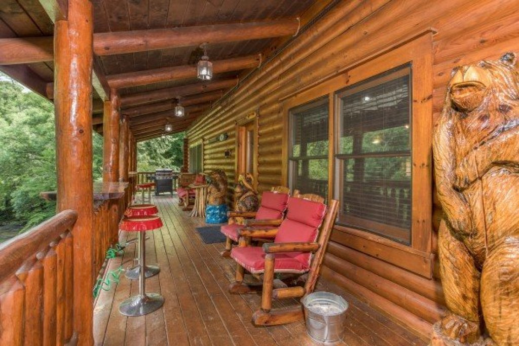 Photo of a Sevierville Cabin named Creekside Lodge - This is the twenty-second photo in the set.