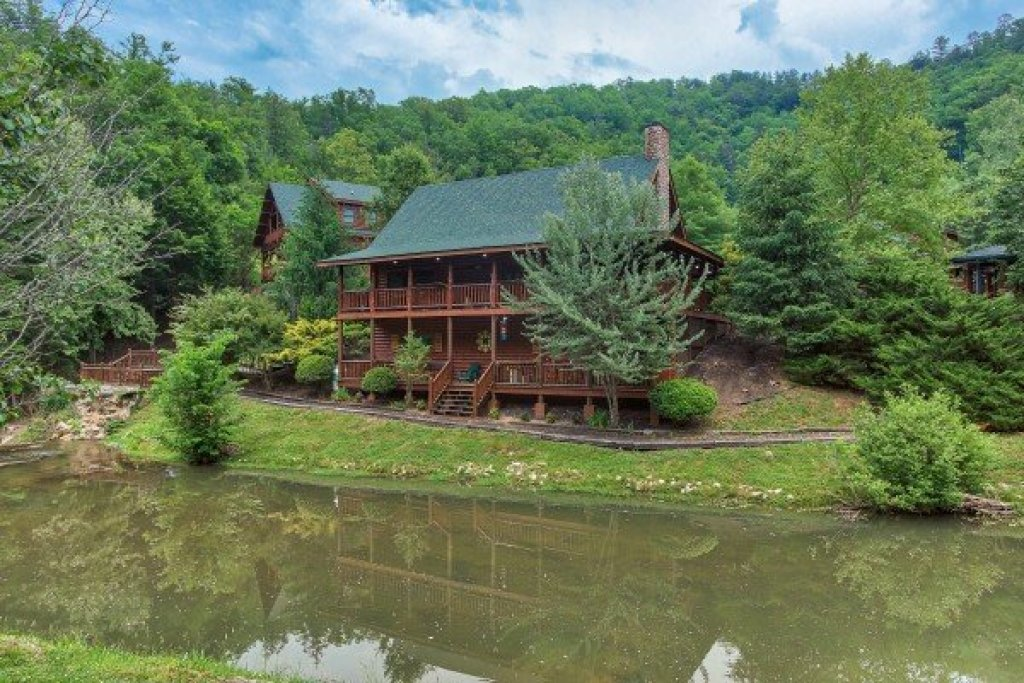 Photo of a Sevierville Cabin named Creekside Lodge - This is the forty-fourth photo in the set.