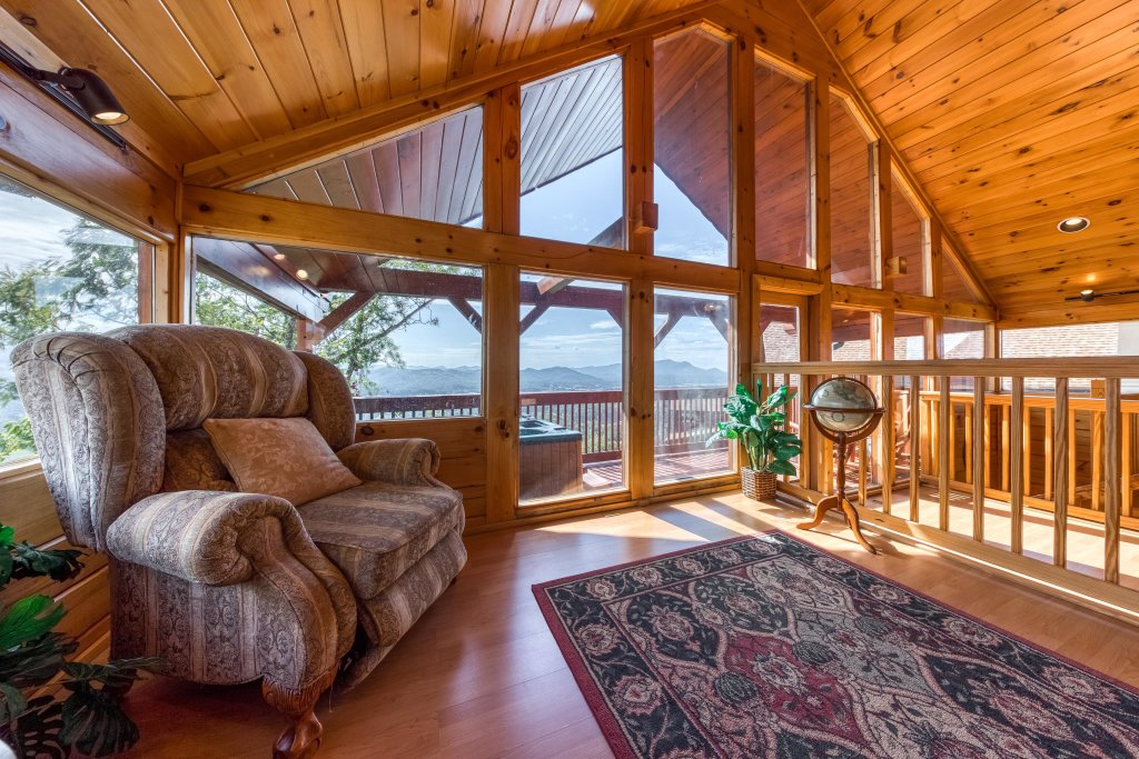Photo of a Pigeon Forge Cabin named Champion's Run - This is the seventeenth photo in the set.