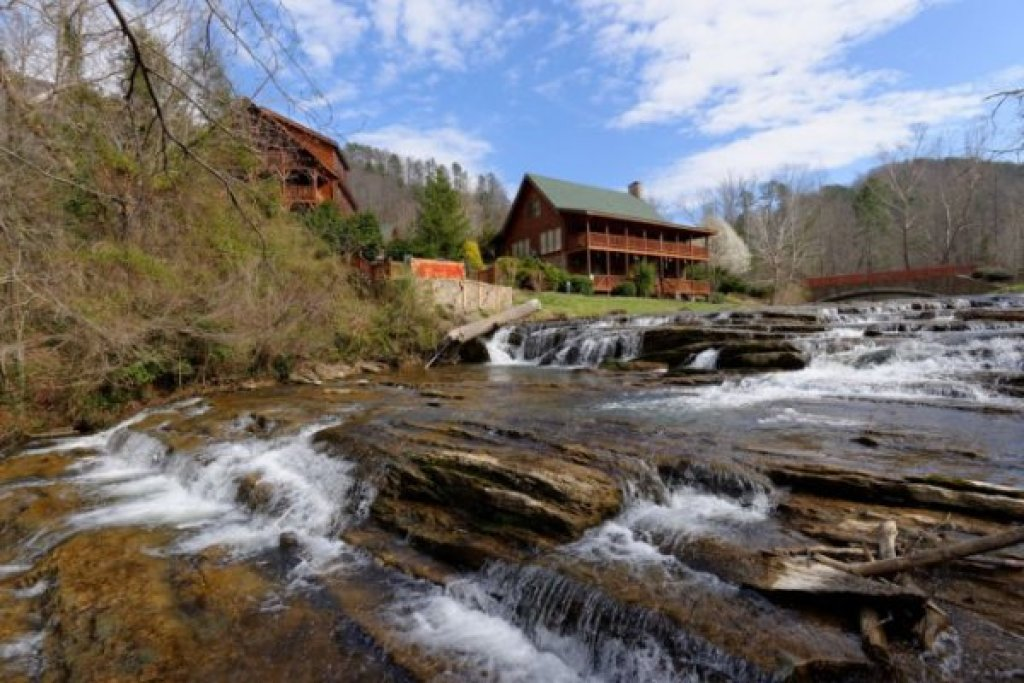 Photo of a Sevierville Cabin named Creekside Lodge - This is the forty-third photo in the set.