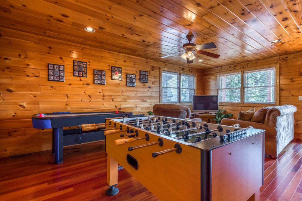Photo of a Pigeon Forge Cabin named Champion's Run - This is the nineteenth photo in the set.