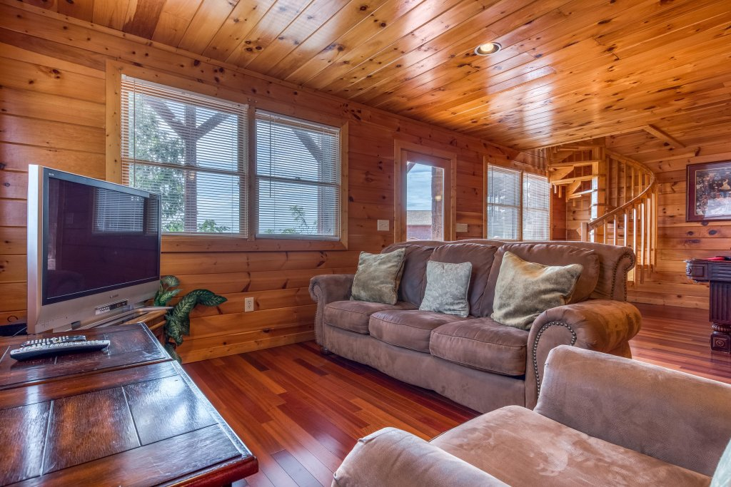 Photo of a Pigeon Forge Cabin named Champion's Run - This is the twenty-first photo in the set.