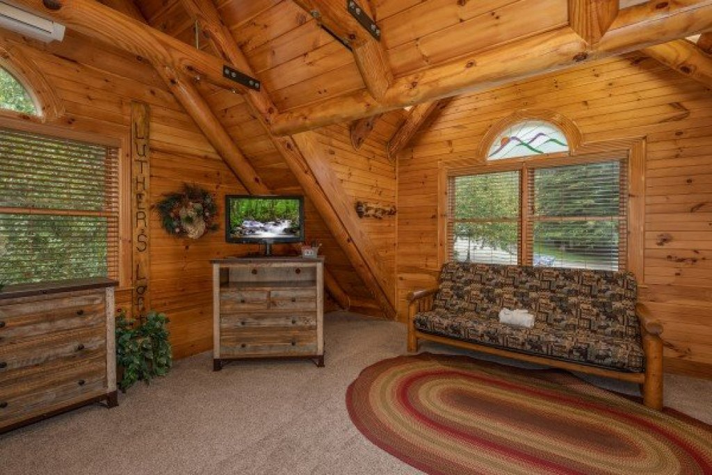 Photo of a Sevierville Cabin named Creekside Lodge - This is the twentieth photo in the set.