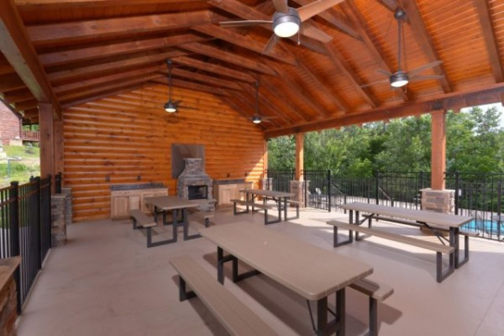 Photo of a Sevierville Cabin named Creekside Lodge - This is the fifty-first photo in the set.
