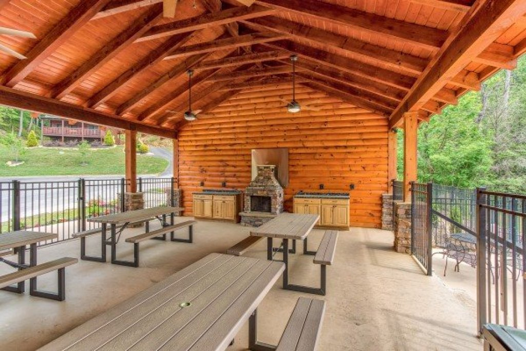 Photo of a Sevierville Cabin named Creekside Lodge - This is the fifty-second photo in the set.