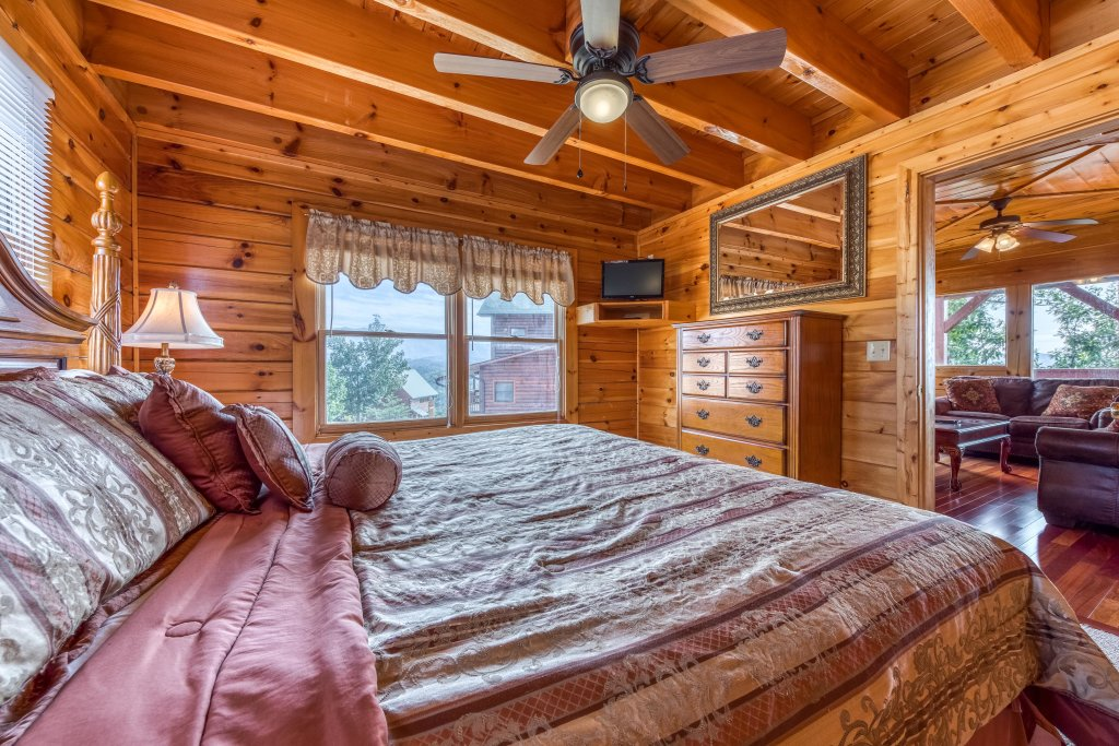 Photo of a Pigeon Forge Cabin named Champion's Run - This is the twenty-eighth photo in the set.