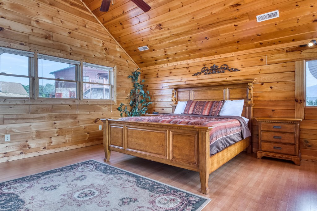 Photo of a Pigeon Forge Cabin named Champion's Run - This is the thirty-second photo in the set.