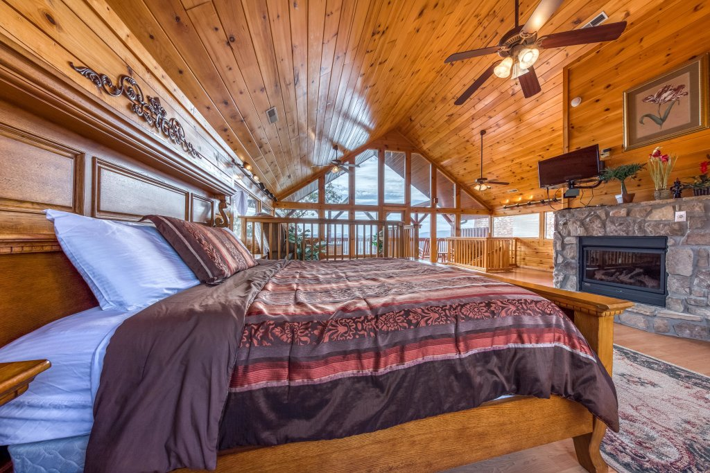 Photo of a Pigeon Forge Cabin named Champion's Run - This is the thirty-first photo in the set.