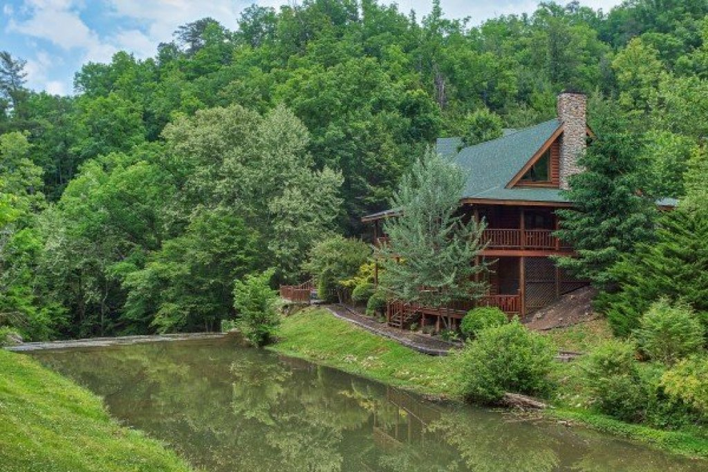 Photo of a Sevierville Cabin named Creekside Lodge - This is the thirty-ninth photo in the set.