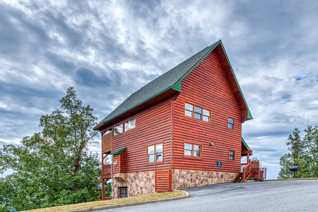 Photo of a Pigeon Forge Cabin named Champion's Run - This is the forty-third photo in the set.