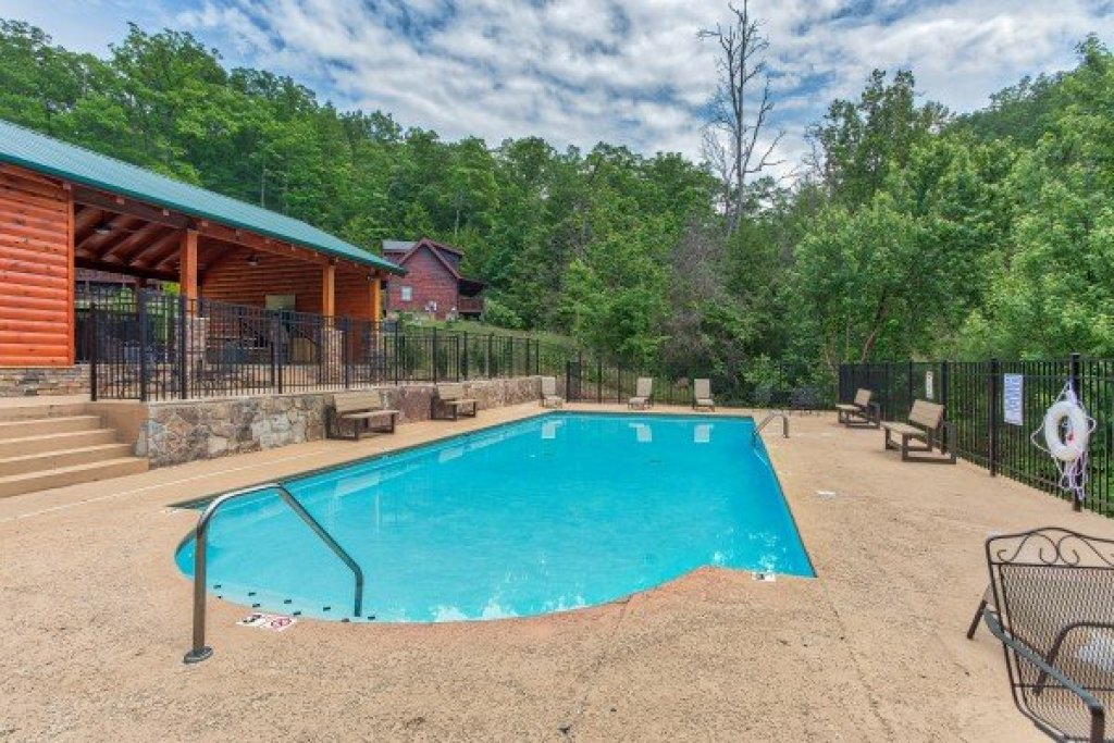 Photo of a Sevierville Cabin named Creekside Lodge - This is the fiftieth photo in the set.
