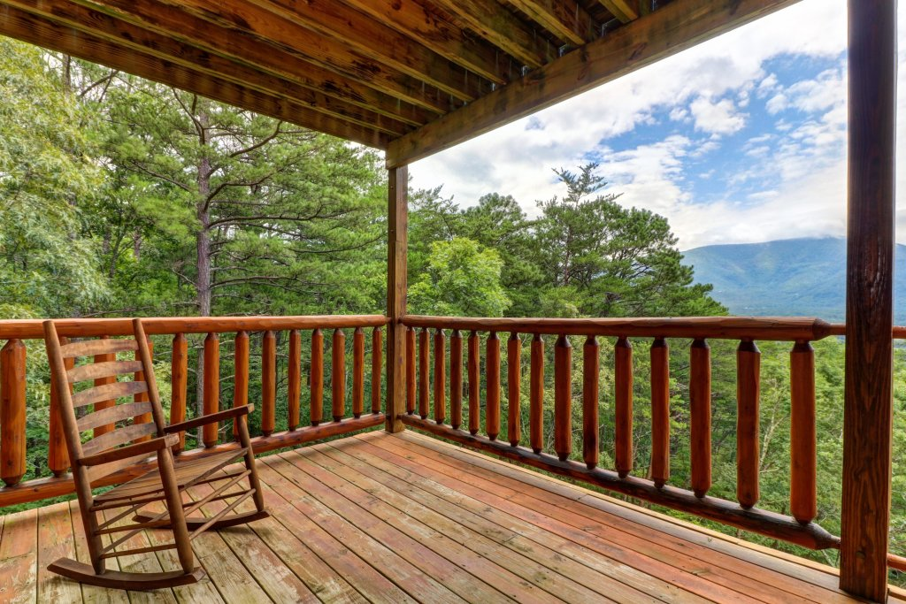 Photo of a Sevierville Cabin named Soaring Vista Cabin - This is the forty-eighth photo in the set.