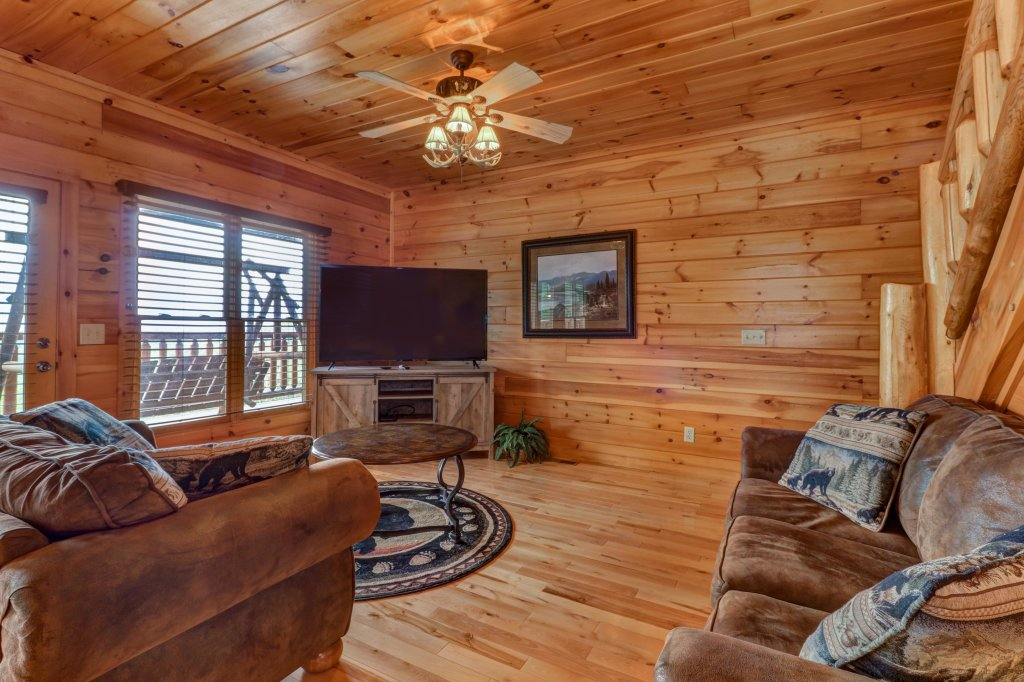 Photo of a Sevierville Cabin named Soaring Vista Cabin - This is the forty-second photo in the set.