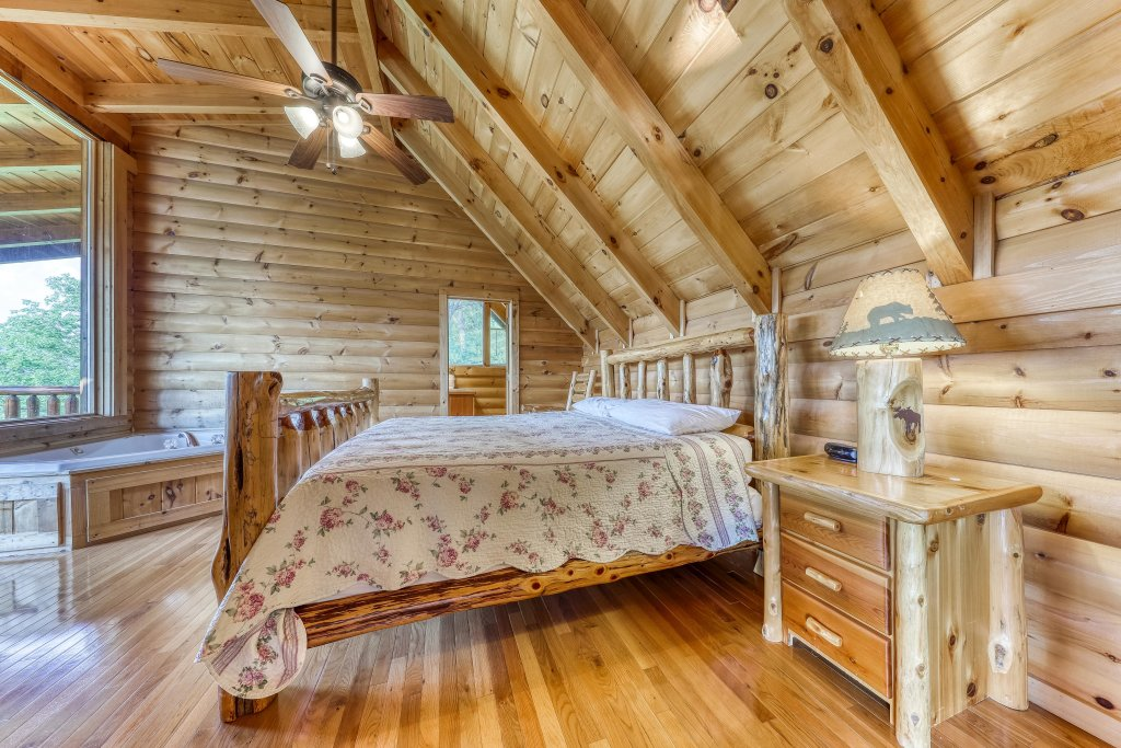 Photo of a Sevierville Cabin named Kodiak #45 - This is the twenty-second photo in the set.