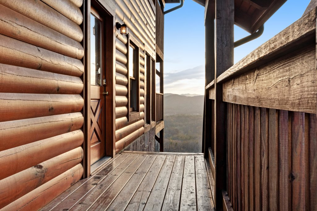 Photo of a Pigeon Forge Cabin named Champion's Run - This is the forty-second photo in the set.