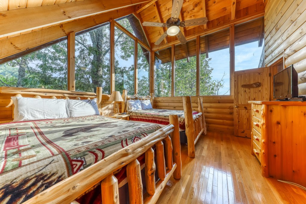 Photo of a Sevierville Cabin named Kodiak #45 - This is the thirty-third photo in the set.