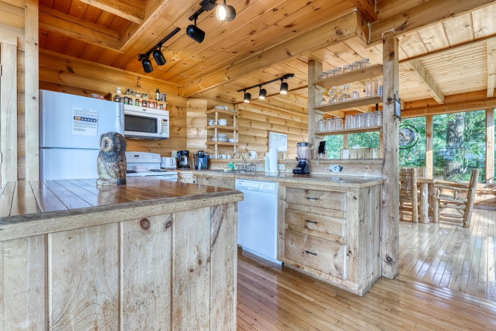 Photo of a Sevierville Cabin named Kodiak #45 - This is the eighteenth photo in the set.