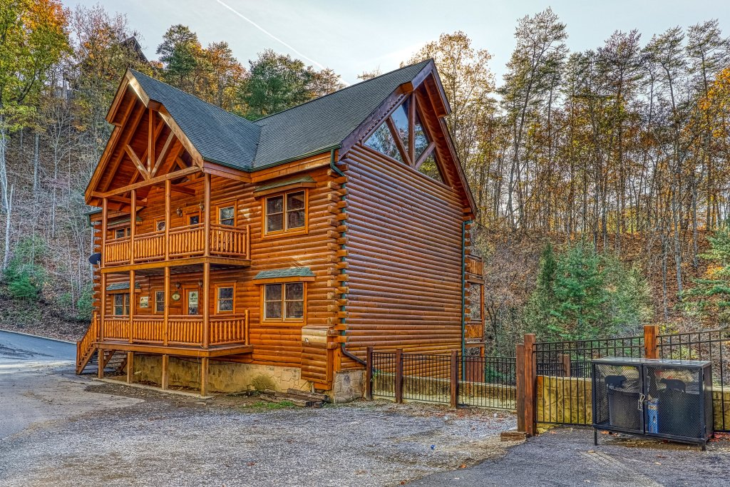 Photo of a Sevierville Cabin named Mountain Cinema Lodge - This is the third photo in the set.