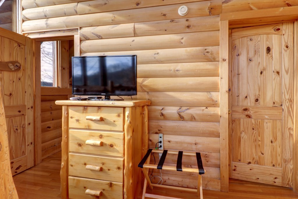Photo of a Sevierville Cabin named Kodiak #45 - This is the thirty-fifth photo in the set.