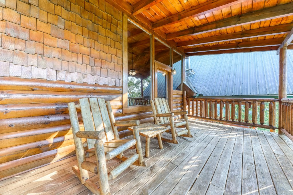 Photo of a Sevierville Cabin named Kodiak #45 - This is the forty-fourth photo in the set.