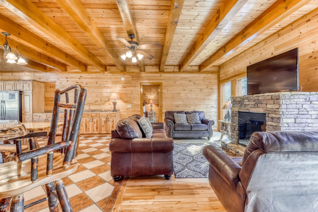Photo of a Sevierville Cabin named Mountain Cinema Lodge - This is the fifth photo in the set.