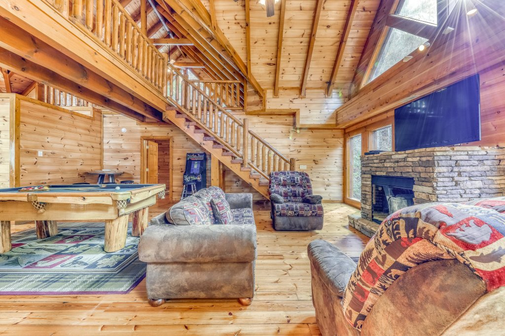 Photo of a Sevierville Cabin named Mountain Cinema Lodge - This is the twelfth photo in the set.