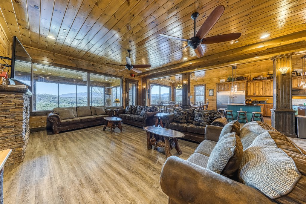 Photo of a Pigeon Forge Cabin named Mountain Splash Lodge - This is the sixth photo in the set.