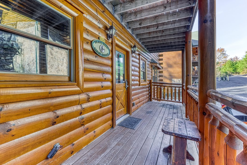 Photo of a Sevierville Cabin named Mountain Cinema Lodge - This is the forty-fourth photo in the set.