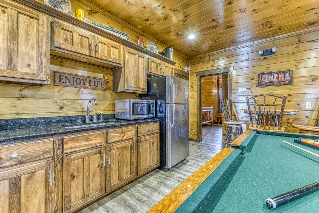 Photo of a Pigeon Forge Cabin named Mountain Splash Lodge - This is the seventeenth photo in the set.