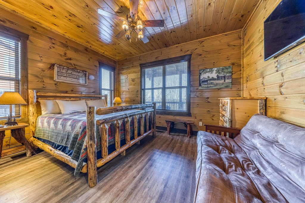 Photo of a Pigeon Forge Cabin named Mountain Splash Lodge - This is the twenty-third photo in the set.