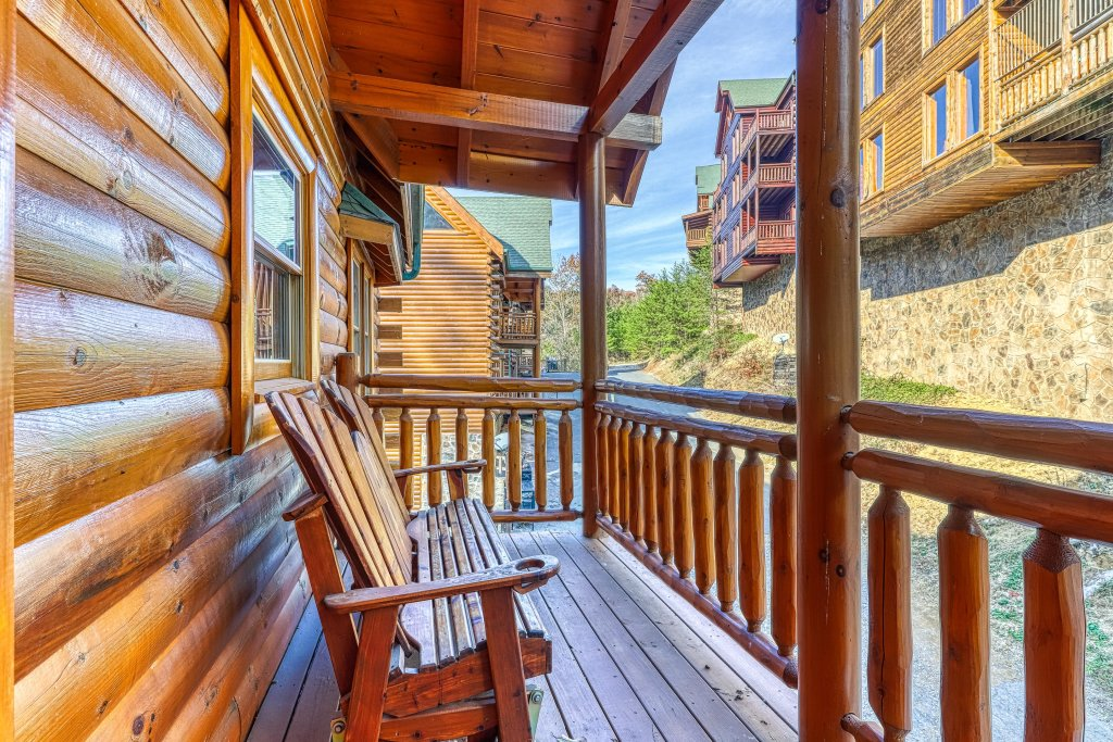 Photo of a Sevierville Cabin named Mountain Cinema Lodge - This is the forty-second photo in the set.