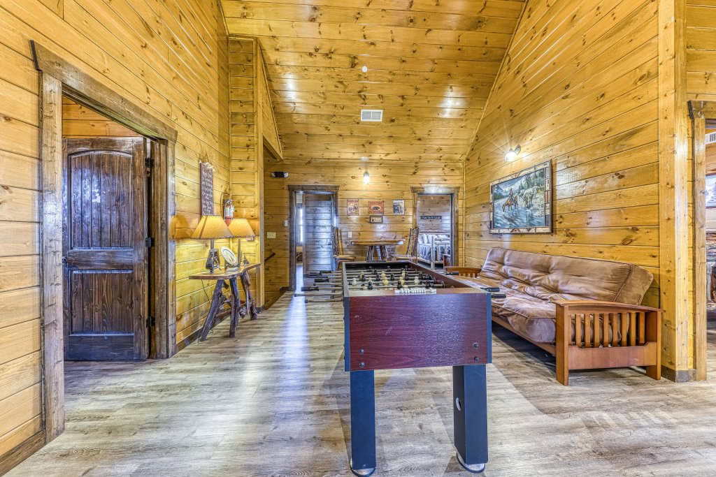 Photo of a Pigeon Forge Cabin named Mountain Splash Lodge - This is the nineteenth photo in the set.