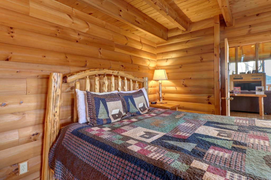 Photo of a Sevierville Cabin named Kodiak #45 - This is the fifty-fourth photo in the set.