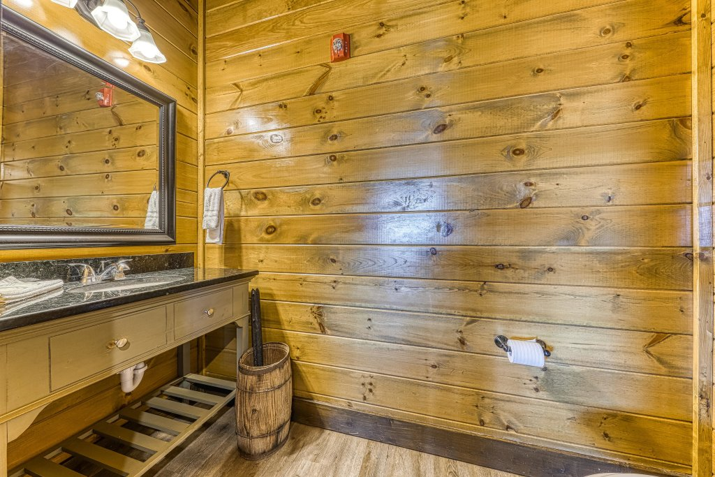 Photo of a Pigeon Forge Cabin named Mountain Splash Lodge - This is the forty-seventh photo in the set.