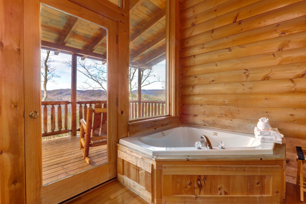 Photo of a Sevierville Cabin named Kodiak #45 - This is the fifty-first photo in the set.